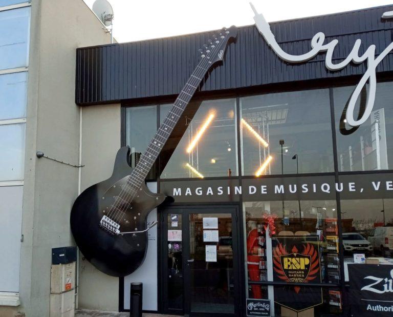 Guitare géante