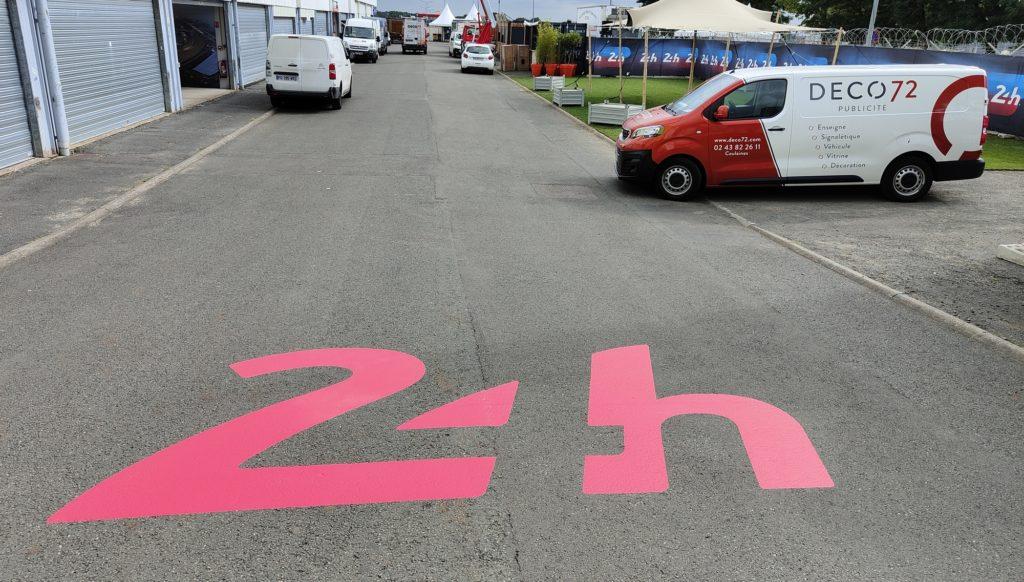 marquage sol évènementiel sur le site des 24h00 du Mans